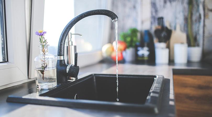 Mezclas de agua en los grifos monomando. Mantenimiento de la instalación de agua caliente sanitaria.